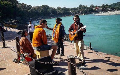 Giorno 9 – Fiori e musica sulle rive del Gange.